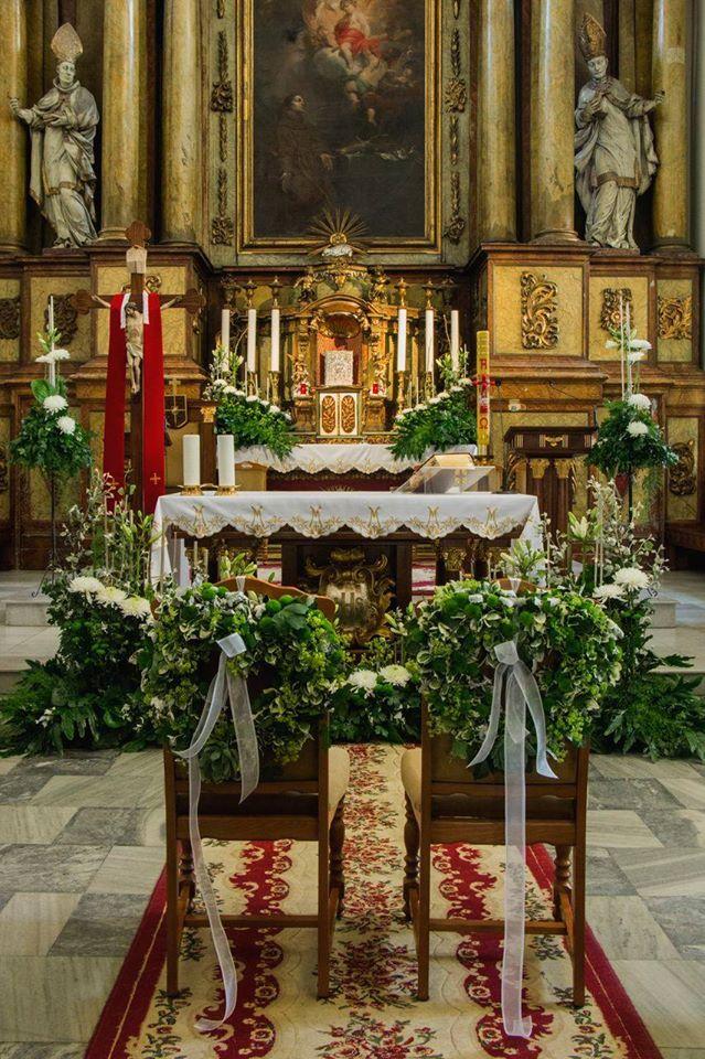 ślub chryzantemy dekoracja kościoła